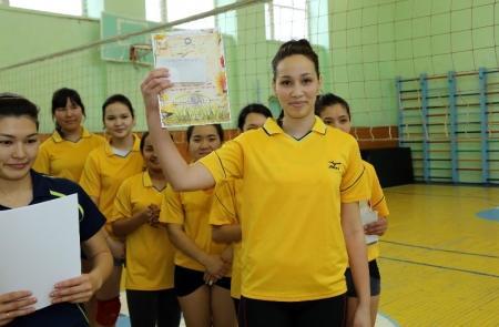В Актау прошел турнир по волейболу под названием «Подснежник»