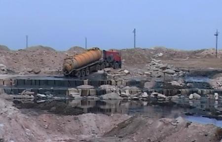 Жители поселка Жетыбай Мангистауской области задыхаются парами нефтяных отходов