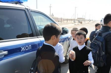 В Мангистау стартовал автопробег, посвященный безопасности детей на дорогах