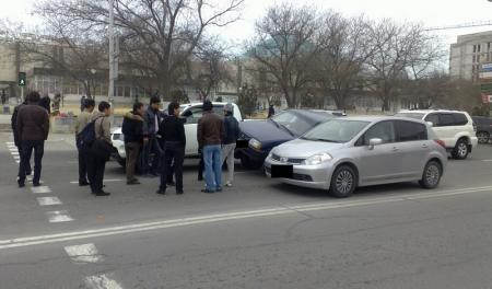 Глупая авария возле ШУМа