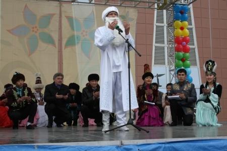 """На площади у ТРК """"Актау мангистаусцы отмечали удивительный праздник Амал"""