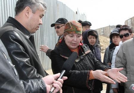 Жители Актау вновь протестовали против уплотнительной застройки старых микрорайонов (Добавлено видео)