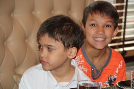 Благотворительный фонд «Адал» организовал праздничный обед для актауских детей