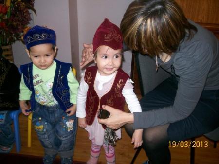 В Актау сотрудники ювенального суда навестили малышей из детского дома