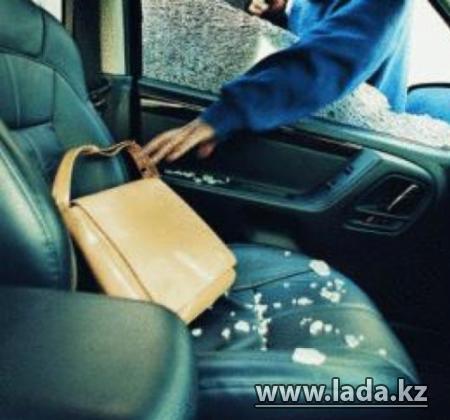 В Актау вор совершал кражи барсеток и сумок, чтобы покупать лекарства с психотропными веществами