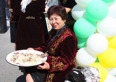 В Актау на набережной проходит празднование Наурыза (добавлено фото и видео)