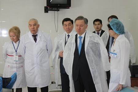 Председатель Мажилиса Парламента РК Нурлан Нигматулин посетил Мангистауский областной центр крови