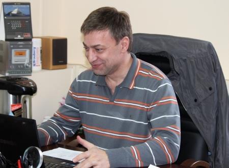 Кузнечик-долгожитель по кличке Кеша живет в офисе актауской компании «КазЭнергоМонтажНаладка»