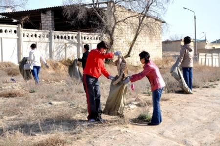 Сотрудники акимата города Актау провели субботник