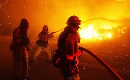При взрыве на месторождении возле города Жанаозен пострадали люди и техника