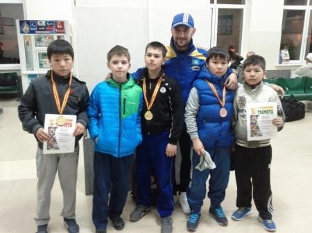 Актауские борцы привезли из Актюбинской области золотые и бронзовые медали