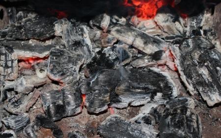 В Актау сгорела шашлычная в 6 микрорайоне и автомашина возле здания дорожной полиции