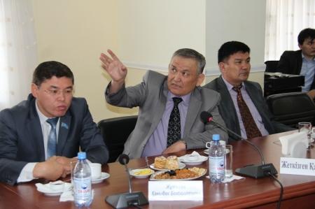 Аким Мангистауской области встретился с руководителями политических партий региона