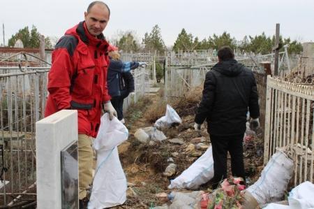 На актауском кладбище 12 апреля пройдет последний субботник