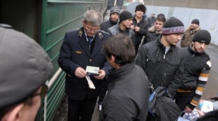 Таджикские мигранты нахлынут в Казахстан при ограничении въезда в Россию