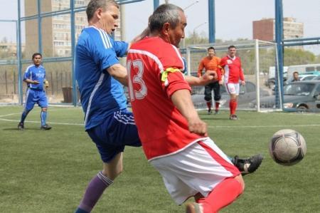 В Актау турнир по футзалу среди ветеранов начался с удара сенатора парламента РК