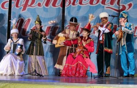 В Актау гала концерт на площади Астана задержался почти на два часа