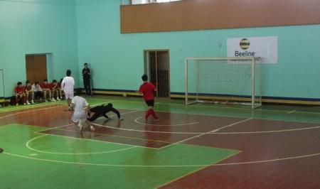 В финале чемпионата по футзалу, посвященного 50-летию Актау, команда школы №16 одержала победу