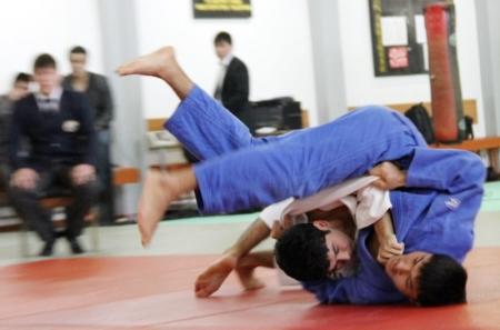 В Курыке прошел чемпионат области по дзюдо среди юношей и девушек