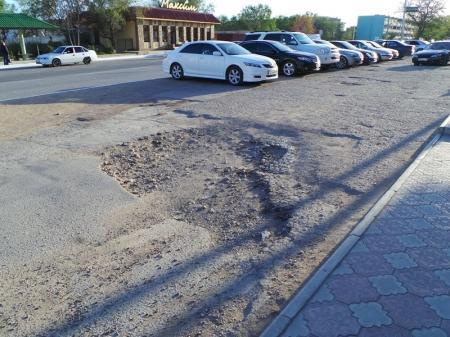 Актау – одна сплошная парковка!