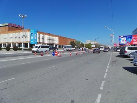 По центральному проспекту Актау снова сложно проехать