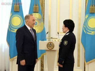 Впервые в Казахстане женщина получила генеральские погоны