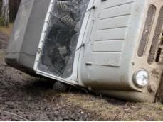 В Жанаозене в результате опрокидывания автомашины «УАЗ» пострадали два человека