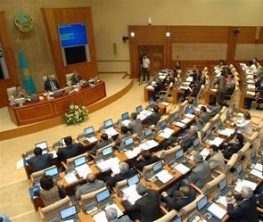 Нелепые инициативы казахстанских депутатов насторожили экспертов
