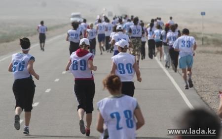 Для желающих участвовать в марафоне, посвященному Дню Победы, организуют автобус из Актау в Курык