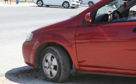 Автомобилисты, проживающие в 56 доме 4 микрорайона Актау, недовольны работой  коммунального предприятия