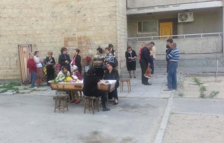 """В Актау сына убитой на ТОО """"МАЭК-Казатомпром"""" женщины отпустили на похороны матери"""