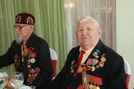 В честь предстоящего Дня победы аким Мангистауской области дал торжественный обед для ветеранов
