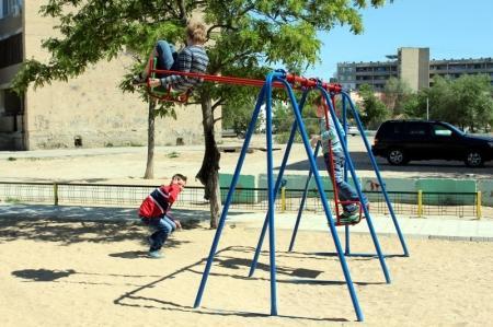 С наступлением тепла в Актау участились случаи детского травматизма на качелях