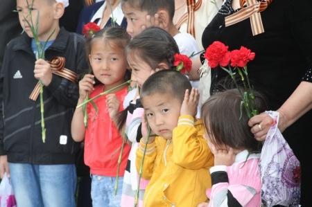 В Актау начался военный парад в честь Дня Победы ( Добавлено видео)