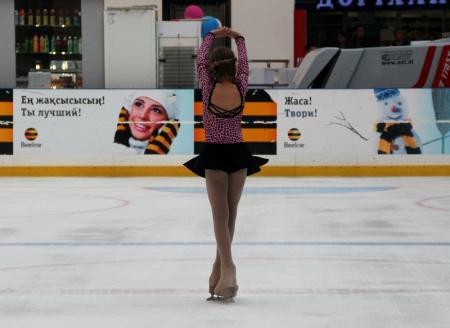 На ледовом катке Актау в честь Дня Победы состоялось праздничное выступление фигуристов
