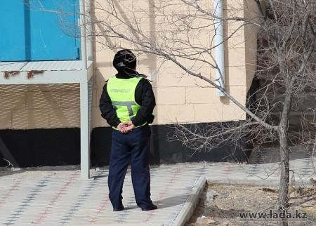В Актау женщина выбросилась с 5 этажа