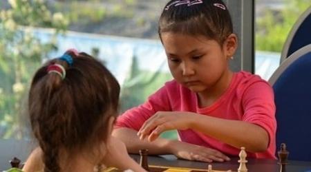 9-летняя казахстанка Бибисара  Асаубаева стала трехкратной чемпионкой мира по шахматам