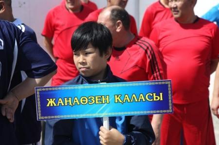 В Актау проходит областной турнир по футболу в честь 60-летия Насухи Байпакова
