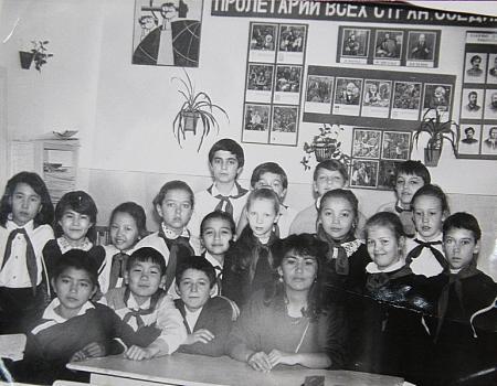 Жители Актау считают, что организация типа пионерской детям нужна