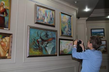 """В Актау состоялось открытие  городской художественной выставки """"На крыльях вдохновения"""""""