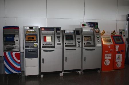 Национальный банк обещает избавить владельцев пластиковых карт от вероломства банкоматов