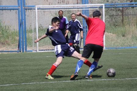 В ветеранском турнире по футболу в честь юбилея Насухи Байпакова победу одержала команда Актау
