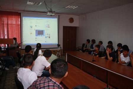 В Актау молодежь учили правильно пользоваться интернет-пространством