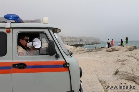 Водно-спасательная служба Актау начинает проверку морского дна на пляжах