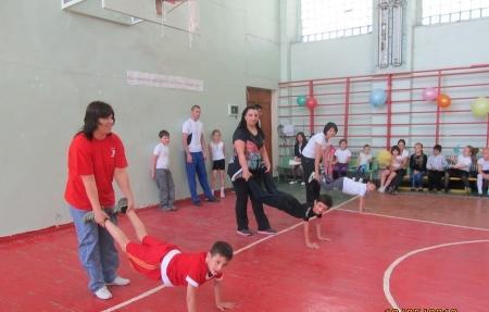 В Актау прошли соревнования под названием «Мама, папа, я — спортивная семья»