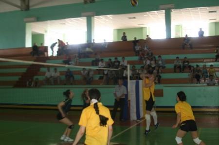 В спорткомплексе «Каспий» прошел дружеский матч по волейболу, посвященный Дням города Жанаозен в Актау