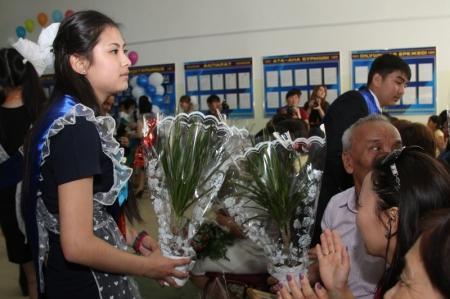 В Актау выпускники 2013-го года простились со школой