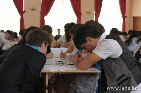 В Актау прошел школьный чемпионат «Что? Где? Когда?» на кубок «Мудрой совы 2013»