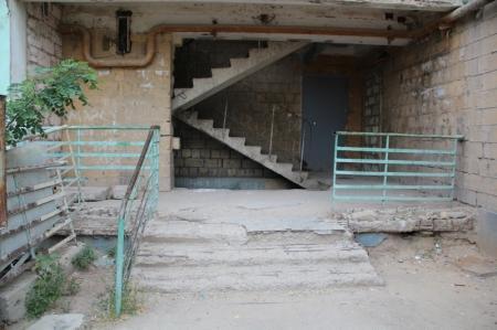 Жители второго и третьего микрорайонов Актау жалуются на задержку капитального ремонта по программе модернизации ЖКХ