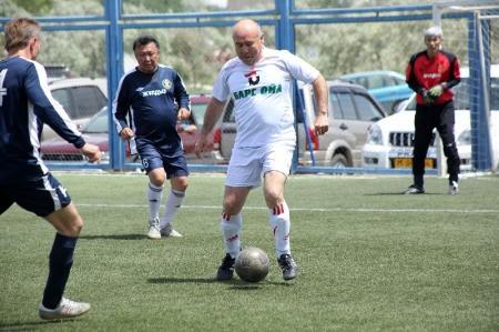 В Актау команды борются за призовые места в ветеранском турнире по мини-футболу